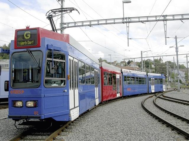 2024 soll das blaue Bähnli durch rote Trams ersetzt werden. Dagegen wehrt sich die Vereinigung Bernaktiv mit einer Petition. (Bild: zvg/Berner Zeitung BZ)