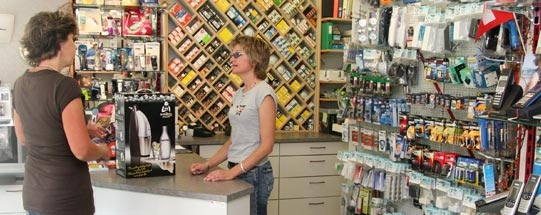 Der Laden von Portenier Elektro in Biglen: Für Beratung und Dienstleistungen kommen die Kunden nach wie vor in den Laden. (Bild: portenier-elektro.ch)
