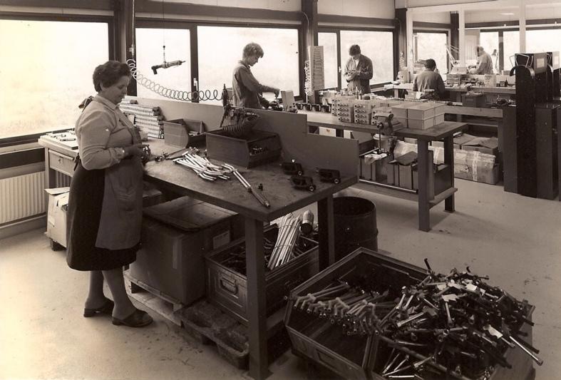 Blick in die Montagehalle um 1970 der 1968 von Peter Moog gegründeten MOOG Cleaning Systems AG. (Bild: zvg)