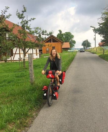 Probefahrt in Gysenstein: Anfang September startet Fiona Hutmacher von ihrem Heimatdorf aus nach Griechenland. (Bild: zvg)