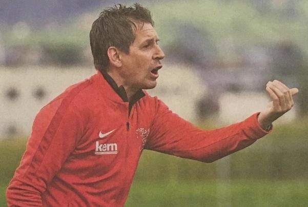 FCK-Trainer Kilchenmann wechselt in der 75. Minute mit Oberli den Flankengeber zum 1:0 ein. Er beweist damit ein wahrlich goldenes Händchen! Bild: Markus Grunder, BZ
