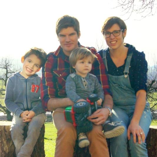 Jürg und Regina Moser mit ihren Kindern Linus (5) und Lionel (1). (Bilder: zvg)