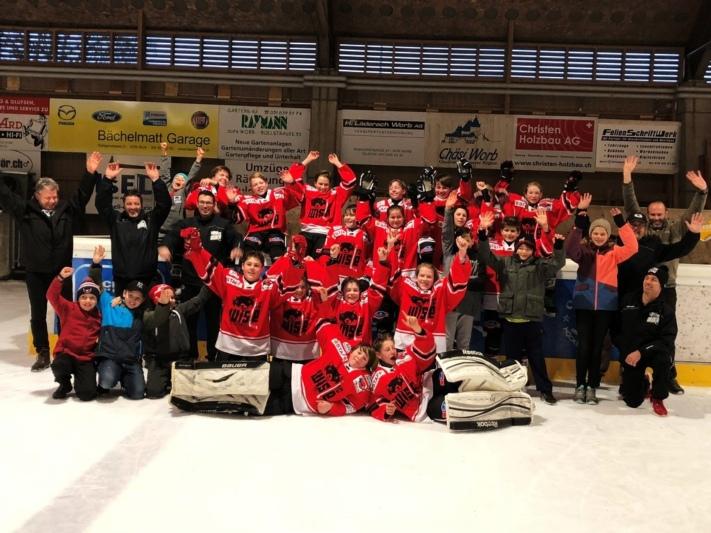 Am Treichle-Cup möchten sie an die erfolgreiche Saison anknüpfen: Die Moskitos des HC Wislen feierten nach dem letzten Meisterschaftsspiel den Gruppensieg. (Bild: zvg)