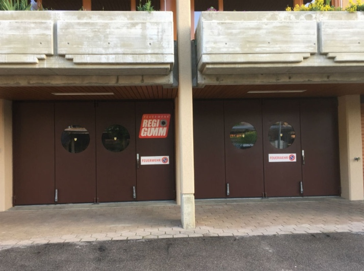 Wird geschlossen: Das Feuerwehrmagazin in Arni. (Bild: Dominik Spycher)