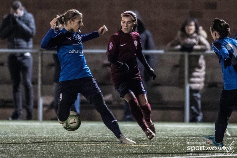 Simone Hofer (links) hatte bei beiden Worber Toren ihre Füsse im Spiel. (Bild: sportmoments.ch)