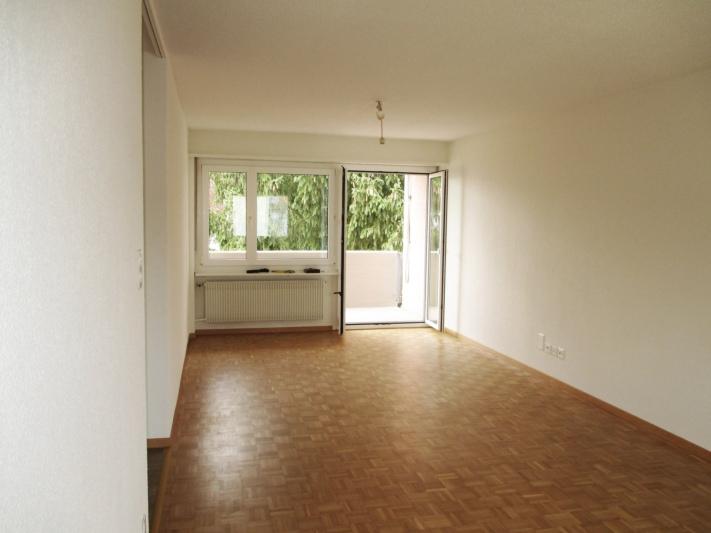 Wohnzimmer mit Balkon (25.5 m2)