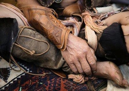 Mit «Lädere» verdient er sich einen grossen Teil seines Lebensunterhalts. Doyons Lederkleidungsstücke werden auf Märkten verkauft.
