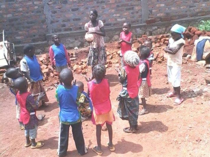 Waisenkinder von Bangui, Zentralafrika, beim Spielen