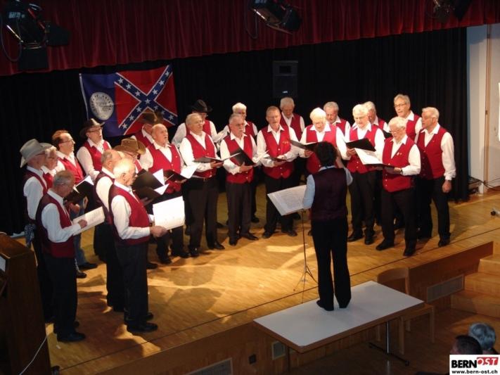Das Repertoire des Männerchors hat sich im Laufe der Jahre vom klassischen Chorlied in Richtung Unterhaltung gewandelt. (Bild: Werner Reber)