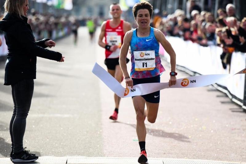 Die Rubigerin Maja Neuenschwander beim Zieleinlauf. (Bild: Erik van Leeuwen/Swiss Athletics)