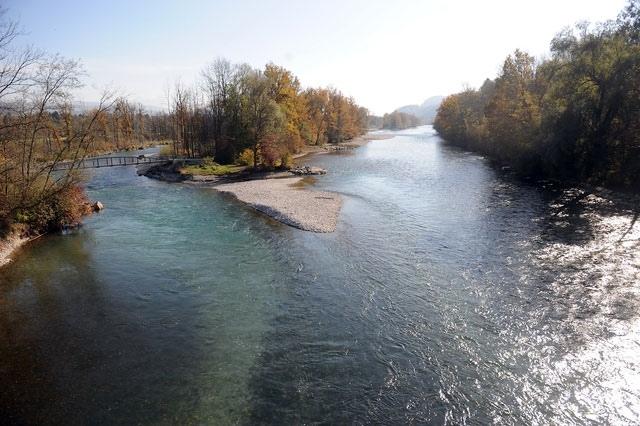 Die Aareinseln bei Rubigen erodieren bei Hochwasser. Deshalb sollen die Ufer mit Blocksteinen gesichert werden. (Bild: Nadia Schweizer)
