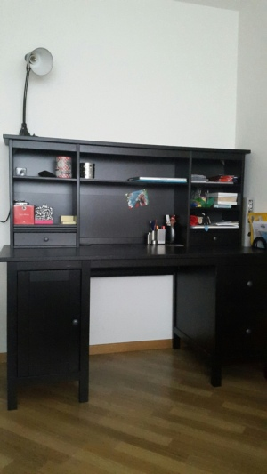 schwarzer b rotisch schreibtisch mit aufsatz hemnes ikea. Black Bedroom Furniture Sets. Home Design Ideas