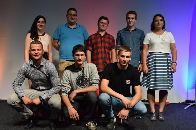 Unter den besten Absolventen: Corinne Eichenberger (hinten, ganz links) und Matthieu Kutter (vorne rechts). (Bild zvg)