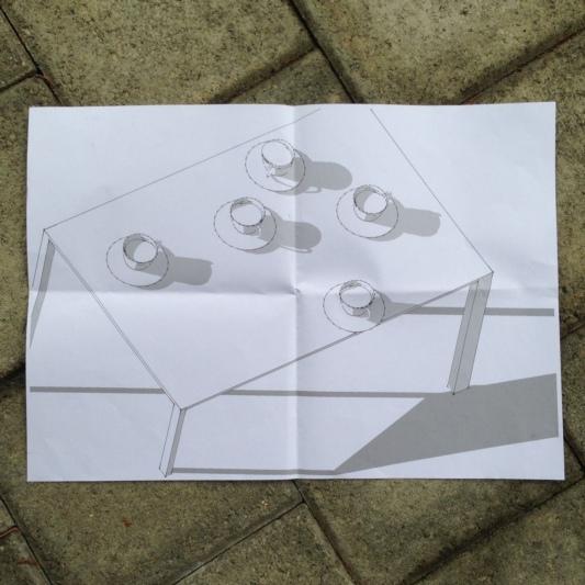 Beim gemeinsamen Kaffee kommt man ins Gespräch: Skizze zur Skulptur des Oberdiessbacher Künstlers Jürg Zurbrügg. Die Skulptur aus Metall und Ton wird von März bis November den Kreuzplatz schmücken. (Bild: konolfingen-glaubt.ch)