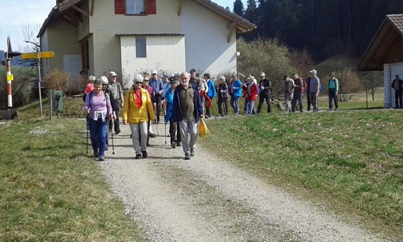 Der Verein genoss eine sonnige und spannende Wanderung von Bowil nach Konolfingen. (Bilder: Hansruedi Gammenthaler)