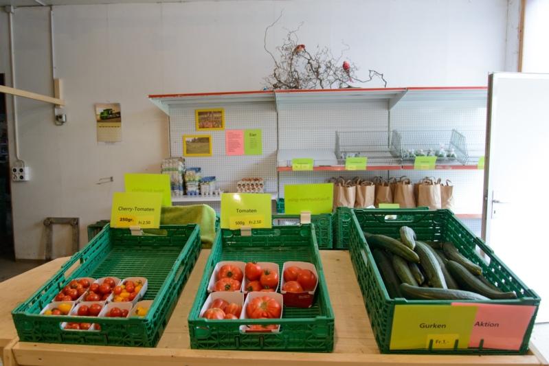 Tomaten und Gurken kosten bei Bläuers das ganze Jahr über gleich viel.
