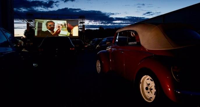 Ein Kinofeeling wie in den USA gibts im Autokino Worb zu erleben. (Bild: Christian Pfander)