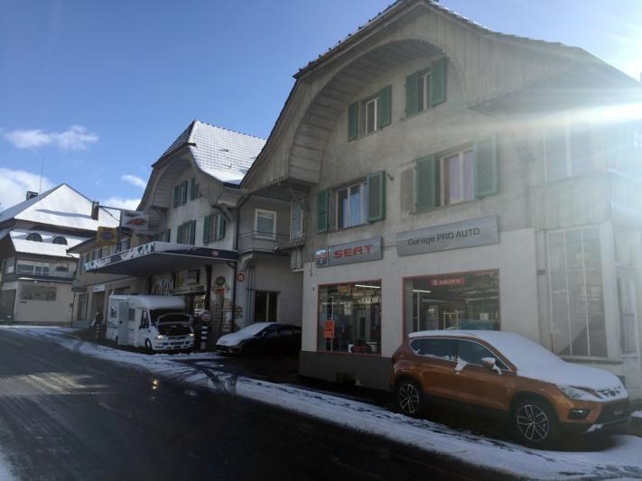 Sowohl die Garage Pro Auto (rechts) als auch Autoelektro Messerli ziehen Ende Jahr von der Bernstrasse aus an einen neuen Standort. (Bild: BERN-OST)
