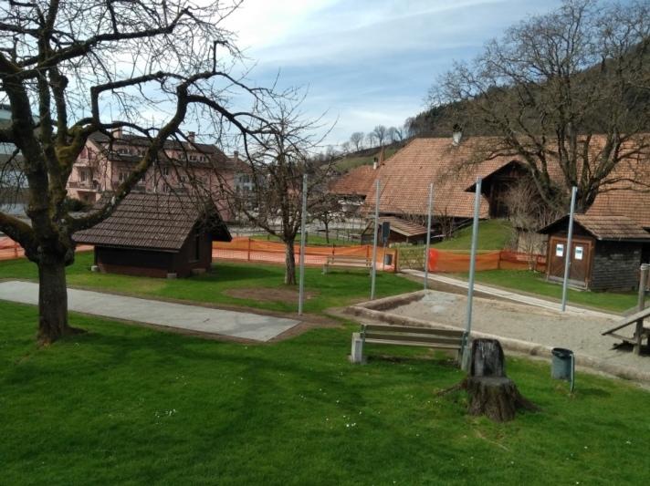 Der neue Generationenplatz bietet nicht nur Aktivitäten für Kinder, sondern auch für deren Eltern und Grosseltern. (Bild: diessbach2018.ch)