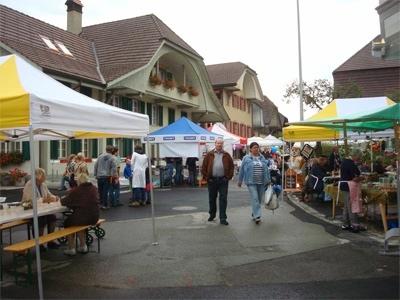 Die (fast ganz) sanierte Kirchstrasse in Oberdiessbach lädt zum Bummeln ein.