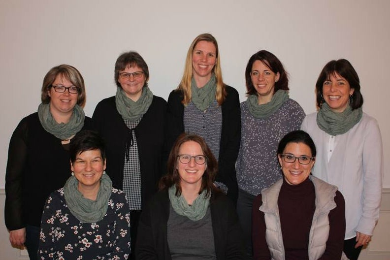 """Der Vorstand des Vereins """"Gemeinsam für Biglen"""": (von links, oben ) Silvia Schöni, Ursula Probst, Tatjana Beer, Nadya Bichsel, Priska Schmid, (unten) Claudia Kipfer Moser, Karin Mosimann und Sonja Bosshard (Bild: zvg)."""