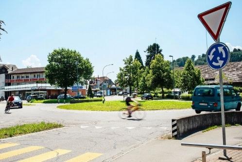 Käsereikreuzung Worb: Die Mittelinsel des Kreisels ist in den letzten 30 Jahren grösser geworden und auch die Signalisation hat sich verändert... (Bild: Franziska Rothenbühler)