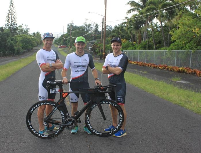 Jonas Mosimann (rechts), Lukas Jutzi (links) und Beat Fankhauser vor dem Rennen. (Bilder: zvg)