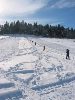 Skifahren als Ausgang: Die Skilifte Linden und Biglen ermöglichen den Schneespass am Abend. (Bild: Archiv BERN-OST)