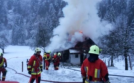 Die schnell anwesenden Angehörigen der regionalen Feuerwehren Oberdiessbach, Heimberg und Konolfingen konnten den Brand rasch löschen und damit verhindern, dass das Gebäude komplett abbrannte.