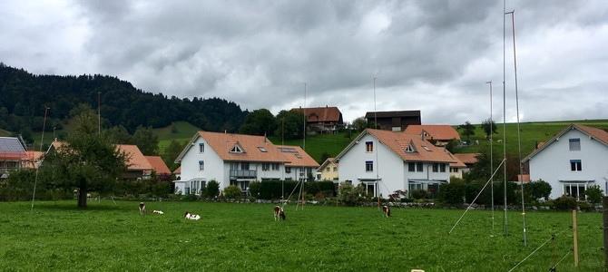 Die Bahnhofmatte in Zäziwil: Hier sollen drei Blöcke gebaut werden. (Bild: neo1.ch)