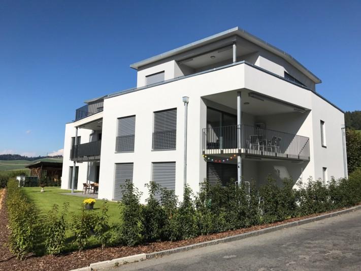 Neues, modernes Mehrfamilienhaus