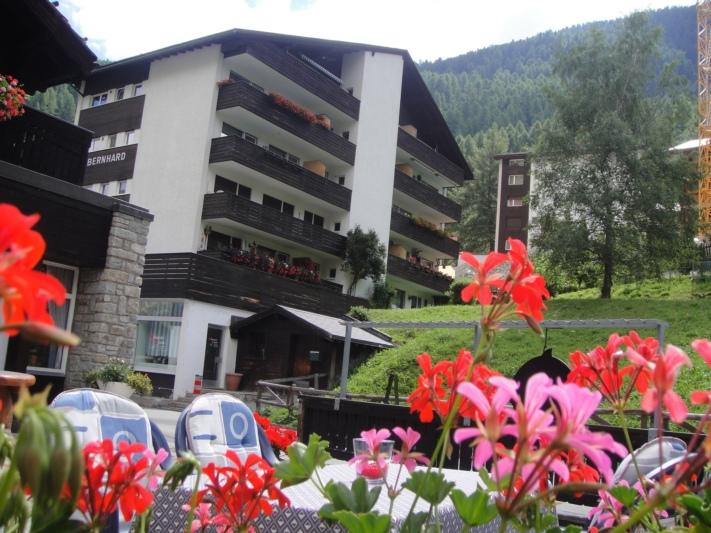 Haus St. Bernhard, Wohnung zu oberst rechts
