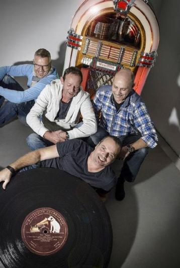 Sound ab Vinyl und mehr: Mike Graf, Fredu Balsiger, Wiunu Schenk und Tinu Ruchti sind die Gründer der Münsinger Oldies-Night. (Bild: Susanne Keller)