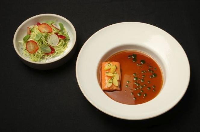 """Sein """"Signature Dish"""": Lachsforelle mit Kräutertee und roh mariniertem Gemüse. (Bild: zvg / Bürgenstock Resort, Luzern)"""