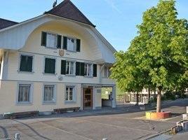 Im Schulhaus Brenzikofen gibt es keine Realschule mehr. Diese wurde ins benachbarte Oberdiessbach verlegt. (Bild: Stefan Kammermann)