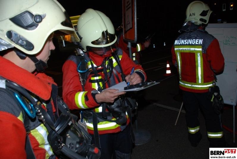 Münsinger Ausgehstipp: Die Hauptübung der Feuerwehr am Freitagabend. Impression der Hauptübung 2015. (Bild: Archiv BERN-OST)