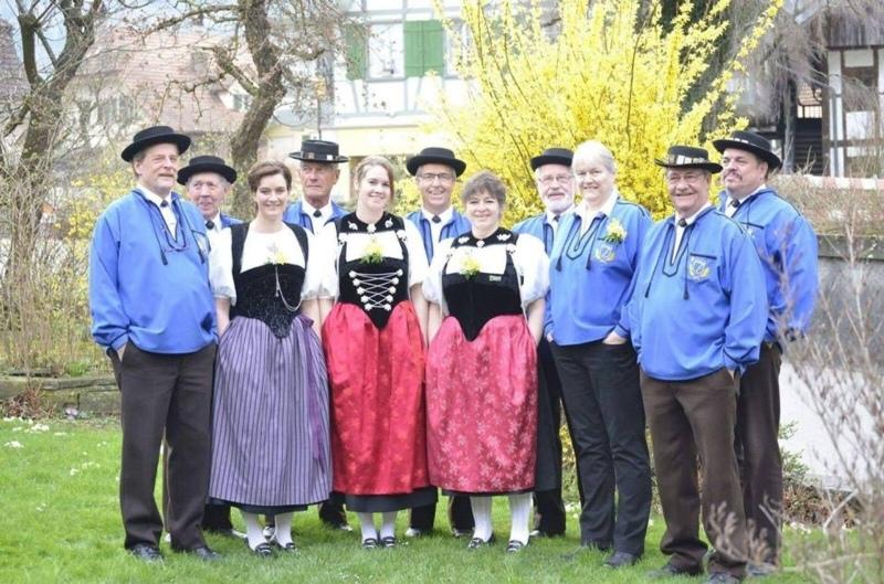 Da zählten sie noch einen Kopf mehr: Der Jodlerklub Herbligen letzten Frühling mit Präsident Andreas Jenni (rechts aussen). (Bild: Archiv BERN-OST)