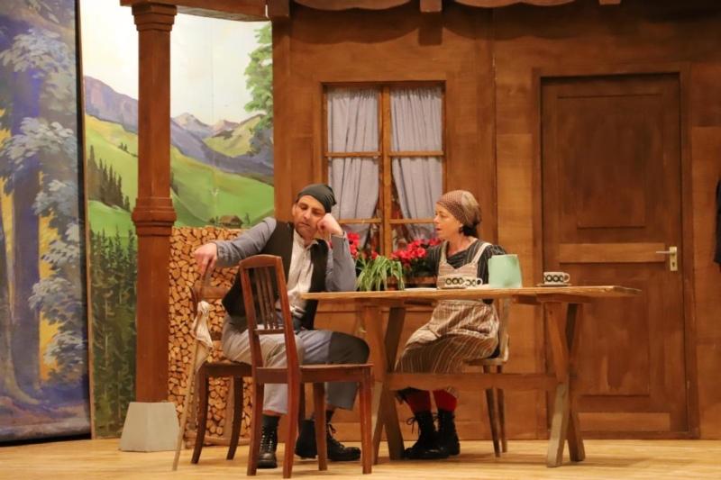 Hudilumper Gödeli (Niklaus Moser) und Eisi (Ursula Loosli) fanden zusammen (Fotos: Willi Blaser)