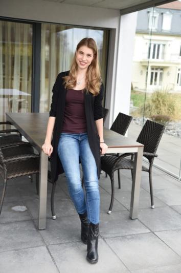 Céline auf ihrer Terasse in Konolfingen.