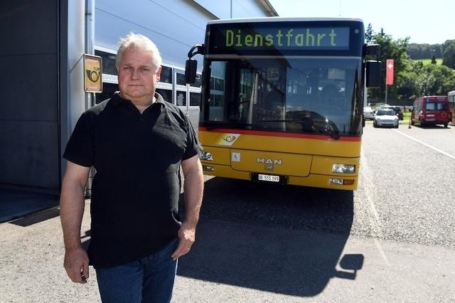 Trübe Aussichten: Urlich Lengacher kann nicht verstehen, dass er nicht mehr Postautounternehmer sein soll. (Bild: Andreas Blatter)