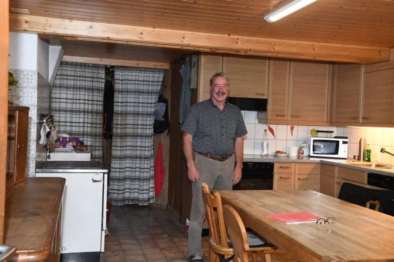 Piekfein aufgeräumte Küche auf dem Hofe Hadorn. (Bild: Res Reinhard)