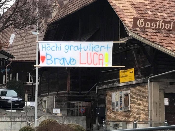 Die Vorbereitungen sind in vollem Gange: Heute Abend empfängt Grosshöchstetten seinen Weltmeister Luca Aerni. (Bild: facebook.ch)