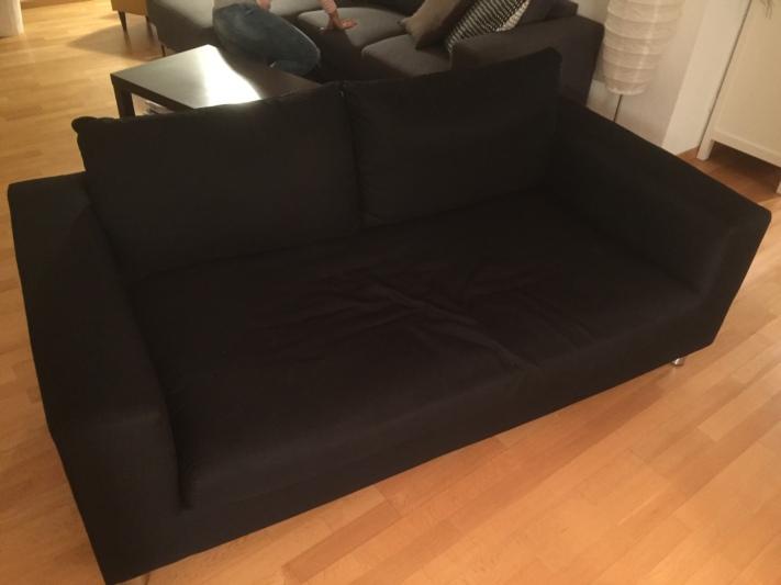 sch nes schwarzes 2er sofa. Black Bedroom Furniture Sets. Home Design Ideas