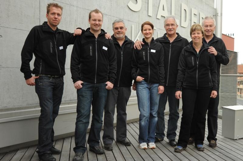Die Familie Stalder auf einem älteren Bild (v.l.n.r.): Patrick, Markus, Hans, Natalie (nicht mehr im Betrieb tätig), Fritz (Junior, pensioniert), Helene und Walter.