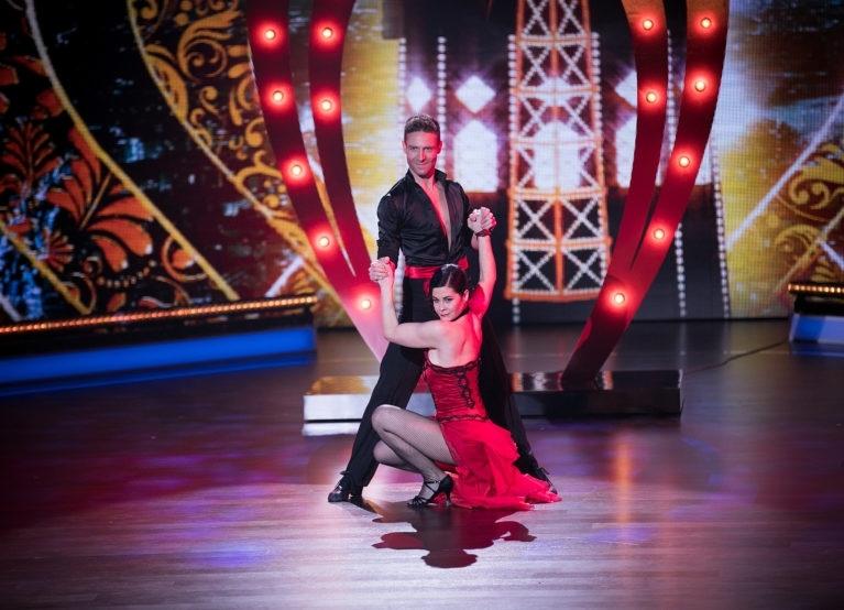 Marc Aeschlimann und Tonia Maria Zindel tanzten sich ins Halbfinal. (Bilder: SRF)