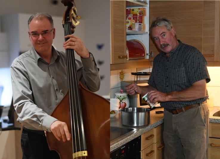 Stephan Hänsenberger (links) mit Bassgeige und Niklaus Hadorn beim Kochen. (Bilder: Res Reinhard)