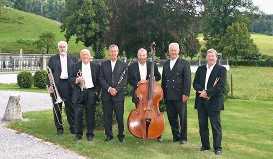 Jazz am Sonntag: Die Thuner White Sox Jazzband beendet die Open-Air-Castle-Jazz- und Bluestage im Schlosspark. (Bild: zvg, Berner Zeitung BZ)