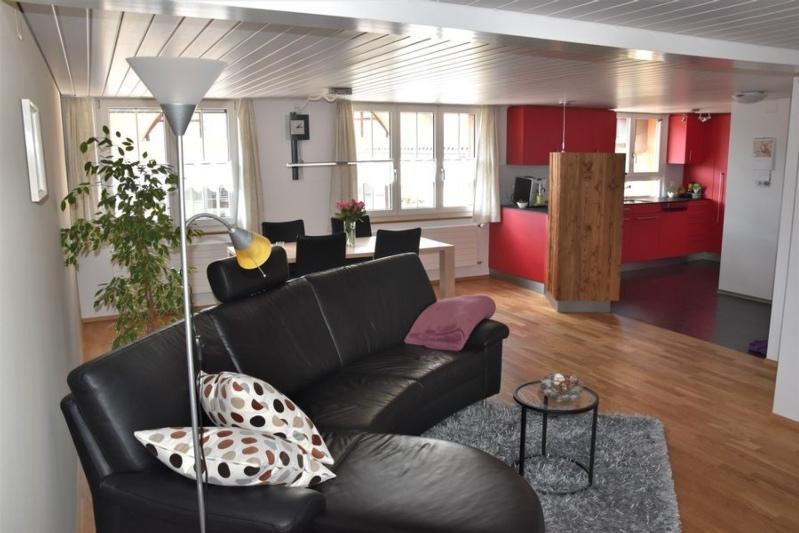 grosses, helles Wohn- und Esszimmer mit einer Fläche von 36 m²