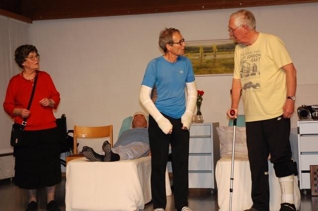 Der durchgeknallte Fredeli lässt auch, wenn er schläft, niemanden im Spital kalt. (Bild: Christina Burghagen)
