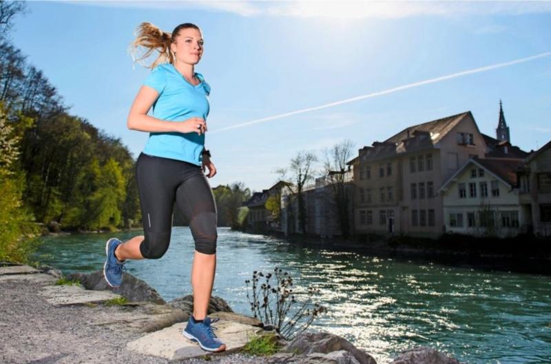 Nach dreiwöchiger Verletzungspause ist sie wieder unterwegs: Selin Wüthrich bei ihrer Joggingrunde. (Foto: Raphael Moser)